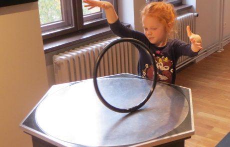 Schüler der Montessori Schule Berlin im Science Center Spectrum